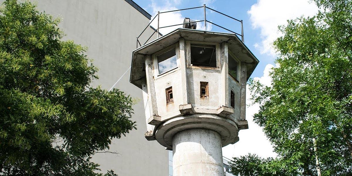Wachturm an der Berliner Mauer